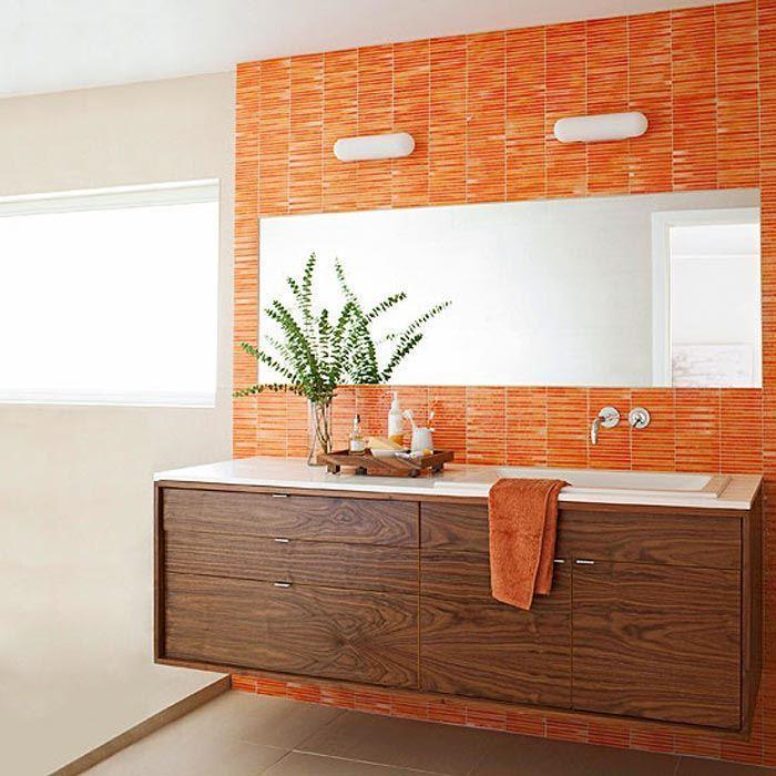 bano-azulejado-naranja-combinado-con-mueble-madera-oscura